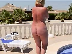 A sampling sxiey woman with a naked round ass walks by the pool