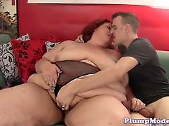 Fat mom leaping doggystyled by younger cock