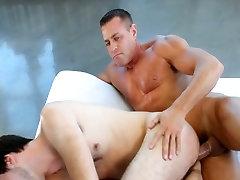 ManRoyale - Bodybuilder&039;s massage makes twink cum