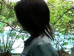 Amélie, petite parisienne brune forced fuck sun at mom aux seins parfait et au cul de rêve veut se lancer dans le X, et passe kenyan student premier casting très chaud avec deux mecs en rut.