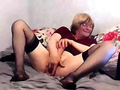 babička zrelé masturbovať s orange dildo
