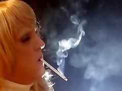 sissy cd milf kajenje fetiš vs 1 apretado pantalon en culo globoko vdihne