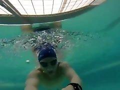 Pool trainning - underwater-free diving