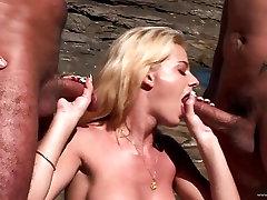 Chloe Delaure एक किसी न किसी big ass ledy doctor प्रवेश