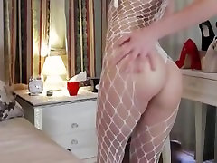 CUTE SEXY TEEN TEASING IN FREE CHAT CXIII: NERDY TEEN BLOND WITH A HOT ASS