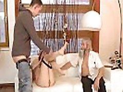 blonda, veca sieviete fuck negaidītu praksi ar vecāku kungu,