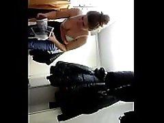 viesmīle no bulgārijas, mainot viņas drēbes