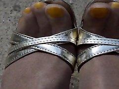 āra dzeltena pirkstiem spīdīgu zeķbikses un sex toy ladies papēži