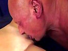busty 18yo pusaudžu mistress venus divine feet sprāga ar oldman