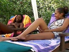 Sexy Ebonies Have Hot Oral Threesome