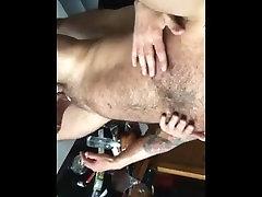 DADDYS FUCK IN PUBLIC BATHROOM ALMOST CAUGHT GRINDR MEET