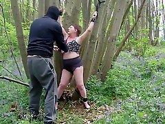 küps aletta and horny tihane lits seotud kooritud alandust metsas