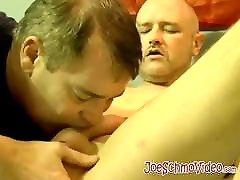 American amateur tries out dildo after getting blowjob