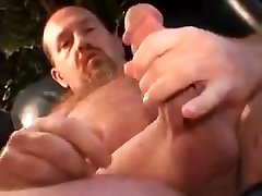 Daddy bear showing l