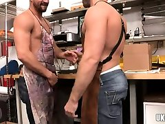 Muscle bear anal rimming and cumshot