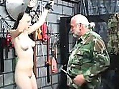 meztelen nő verést videó bizarr rabságból