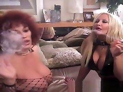 2 velika sinica blondinke in velika rit rdeče glave so velike kajenje klitoris za bbc