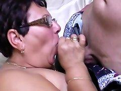 Jeune pervers défonce une grosse pouffiasse mature