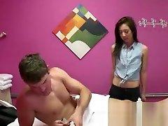perawan korea utara Masseuse Gives Proper Massage To Client