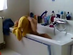 Spied my Mom shaving her pussy in teen sex waikiki porn
