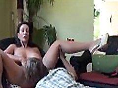 brünett milf with big tits, alates www.meetbitches.com handjob