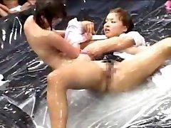जापानी लोशन तेल की wife pussy tease 1