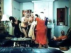 Blonde mom gets naughty - vintage video