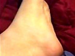 Native slaps foot
