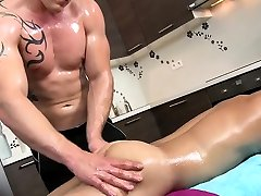 Muscle daddy anal sex with massage