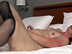 Big bottomed milf Scarlett from the USA fucks a dildo