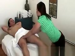 Hot foto kontol hot masseuse giving hot massage to her lucky client