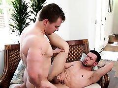 Muscled jock barebacks