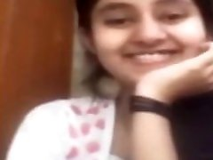 Indian girl leaked nude video calling by her boyfriend...hindi audio