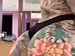 Sexy Tatood oldu je public toilet spy episode maduros on periscope
