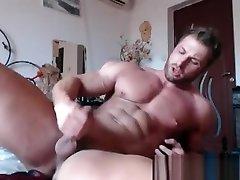 Bodybuilder hot cums
