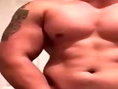 Muscle Chris gives a show