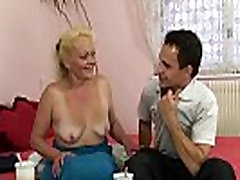 vana blond naine naudib ratsutamine tema horny cock