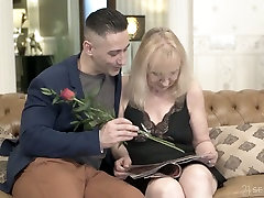 Pallid mature housewife Nanney actually loves when her twat is fucked doggy