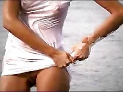 kaip jos balta suknelė gerai ir šlapias 2