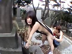subtitruota jav visuomenės nuogumas string bikini kapinės blowjob