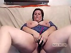 fat granny long range squirting from wet and horny old pussy