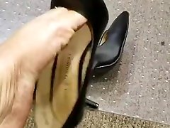 Beautiful kitty cat eye Shoeplay with black shoes