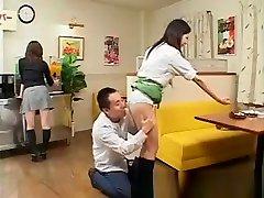 traks porno ar japāņu viesmīles!