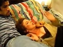 Mature Lady fuck two Thiefs