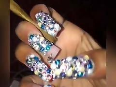unghie lunghe che fumano