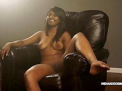 Juicy Pussy nora pinay Babe Gauri XXX Modelling In Lounge On Sofa