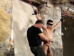 Lusty homosexual man gets the best enjoyment in a bdsm scene