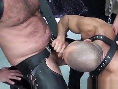 Leather wanking cock in car barebacked by hard bear
