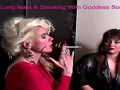 tanrıça sondra & artemis ile uzun tırnaklar & sigara