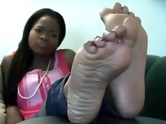 Ebony shows her sexy soles